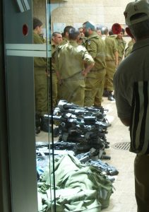 Israeli soldiers deposit their weapons at Yad Vashem Holocaust museum
